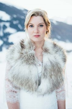 Julia & Sebastian: Winterhochzeit mit Schlossromantik LAURA ELENA PHOTOGRAPHY http://www.hochzeitswahn.de/inspirationen/julia-sebastian-winterhochzeit-mit-schlossromantik/ #wedding #marriage #winter