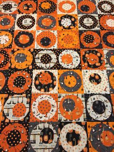 Cheeky pumpkins appliqué quilt top....cheerio/circle/google eye pattern. Halloween funny primitive look.