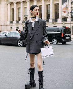 """sydney sweeney's whore on Twitter: """"sora choi's street style is everything i aspire my style to be… """" Asian Street Style, Looks Street Style, Japanese Street Fashion, Asian Fashion, Korean Fashion Street Style, Grunge Street Style, Tokyo Street Style, Pinterest Mode, Short Cuir"""