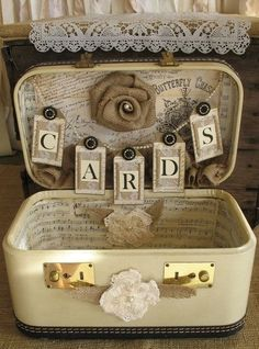 40 Ways To Use Vintage Suitcases In Your Wedding Decor | HappyWedd.com
