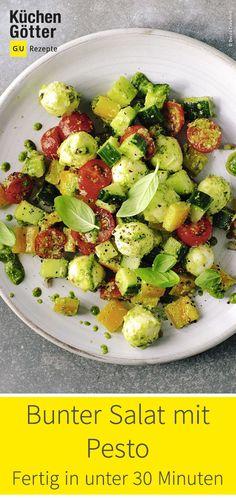 Colorful salad with pesto Cobb Salad, Pesto Salad, Mozzarella, Meal Prep, Nom Nom, Low Carb, Yummy Food, Meals, Carp