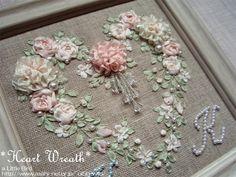 リボン刺繍のハートリース - 布で手作り