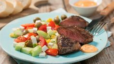Wenn's mal wieder schnell gehen soll ... Lammlachse von beiden Seiten anbraten und im Handumdrehen auf einem bunten Salat servieren. So einfach und so köstlich!