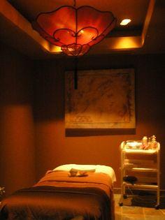 salle de massage, marron et blanc ambiance couleurs chaudes