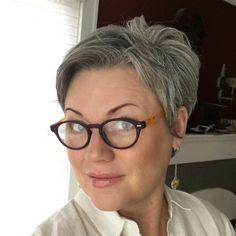 #bestcutsforover40 #shortgreyhair #pixie #lettingitgrow #grey #silverish #naturalcolor #thankful #sexyatanyage #silverissexy #silverhair #abbyparkermoneyhun