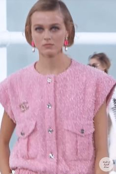 Spring Summer 2021 Ready-to-Wear Collection.Runway Show by Chanel. Summer Fashion Trends, Spring Summer Fashion, Runway Fashion, Trendy Fashion, Summer Outfits Women, Couture Collection, Midi Skirt, Ready To Wear, Casual Outfits