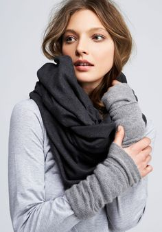 fashion design, women apparel, wool, scarf- Love the grey color combinations and the hand warmers Casual Chique, Quoi Porter, Vogue, Lightweight Scarf, Fashion Beauty, Womens Fashion, Street Style, Minimal Chic, Mode Inspiration