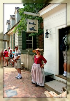 Living In Williamsburg, Virginia: The Shoemaker at Colonial Williamsburg, Williamsburg, Virginia