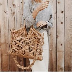 Macrame can be incorporated in everyday accessories! Here is a Kkibo bag designed by Jo Abellera! Feminine Mode, Ethno Style, Sacs Design, Macrame Bag, Macrame Knots, Basket Bag, Summer Bags, Spring Summer, Late Summer