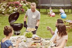 The Master Touch Premium combine's features, versatility and style for a truly premium barbecue experience. With a multitude of features. The Weber Master Touch Premium is the perfect charcoal Weber barbecue for all your grilling needs.