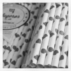 Elsker papirsugerør <3 <3 #Paperstraws #heart #straws #papirsugerør #sugerør #hjerte #partydesign #nettbutikk #love #blackwhite #lovely
