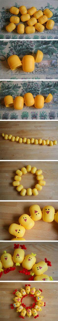 Corona decorativa con huevos Kinder: