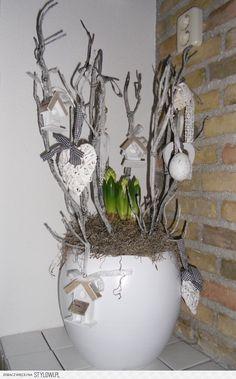 stylowi.pl 48467668 Plant Crafts, Diy Crafts, Spring Design, Arte Floral, Deco Table, Centre Pieces, Creative Decor, Table Centerpieces, Easter Crafts