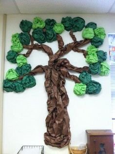 Tree ~ could be used for a prayer request tree. Pin prayer requests to the tree they fall to the ground when they are answered the children can see God answer their prayers. Preschool Door, Fall Preschool, Preschool Classroom, Summer Bulletin Boards, School Bulletin Boards, Tree Bulletin Boards, Jungle Theme Classroom, Classroom Themes, Kids Church Rooms