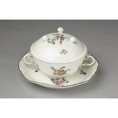 No. 122  Ecuelle with cover and stand | Höchst porcelain factory | V Search the Collections