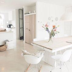 Mooie tafel Small Space Interior Design, Home Interior Design, Home And Living, Home And Family, Hotel Room Design, Moraira, Scandinavian Home, Interior Inspiration, Home Kitchens