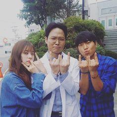 Haha the W symbol from W two worlds Han Hyo Joo Lee Jong Suk, Lee Jung Suk, W Kdrama, Kdrama Actors, W Korean Drama, Por Tras Das Cameras, Doctor Stranger, Hyeri, W Two Worlds