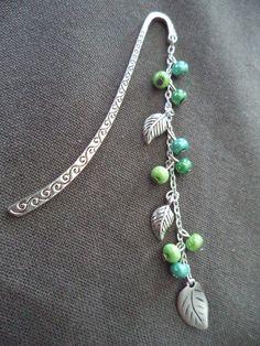 Marque pages argenté avec perles vertes et feuilles argentées : Marque-pages par plumecreative