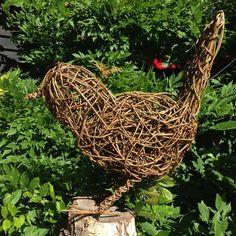 Willow Weaving, Basket Weaving, Willow Garden, Rock Crafts, Outdoor Art, Bird Art, Craft Fairs, Grapevine Wreath, Metal Art