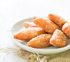 This mithai is a soft, fried fitter is a popular treat at Guyanese and Trinidadian special occasions such as weddings and parties. Guyanese Recipes, Jamaican Recipes, Breakfast Recipes, Snack Recipes, Snacks, Cookie Recipes, Guyana Food, Indian Food Recipes, Cooking
