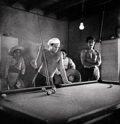 Marlon Brando and Anthony Quinn at the set of Viva Zapata. Texas, 1951 // Sam Shaw
