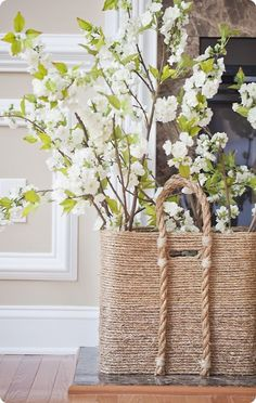 DIY beachcomber basket --- all you need is rope and hot glue!