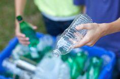 Do kontejnerů na směs plastů je možné kromě PET láhví vhazovat často také fólie, sáčky, plastové tašky, obaly od CD disků a mnoho dalších výrobků z plastů.