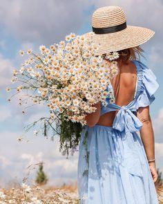 Creative Photography, Lifestyle Photography, Fashion Photography, Beautiful Blonde Girl, Boho Life, Mommy Style, Photo Instagram, Blue Aesthetic, Beautiful Flowers