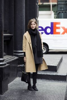 Max Kopanygin was in the 212 snapping the best of NYC Street Style for FLARE. Nyc Fall, Beige Outfit, Autumn Street Style, Warm Outfits, Her Style, Autumn Winter Fashion, Personal Style, Style Inspiration, Shopping
