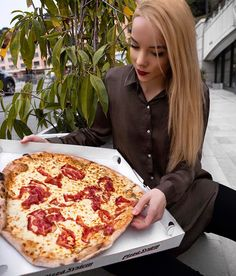 You know it's a good day when you get to share a giant truffle cream Italian pizza.  What's your favourite pizza flavour?  #silvergirl #pizza #pizzalover #monaco #food #foodstagram #foodie #diet #blonde #tumblrgirl #blondegirl #traveling #aroundtheworld #lookoftheday #lookdodia #liketkit #like4like #likeforlike #likesforlikes #l4l #lb #fashionista #fashiondiaries #fashionstyle #fashiongram #lifestyle #girl #lunch #eat #travel