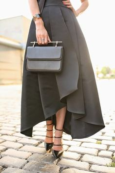 full-skirt with feminine lady like heels and a structured bag! A modern day grace kelly look Fashion Mode, Look Fashion, Womens Fashion, Fashion Trends, Club Fashion, 1950s Fashion, Skirt Fashion, Mode Style, Style Me