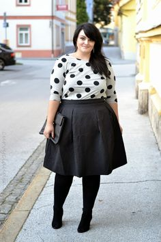 Polka dots and midi skirts! <3