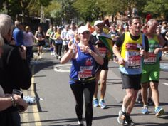 Heledd gives a wave as she runs the London Marathon in support for Blind Veterans UK #London Marathon Image credited to Ian Dunn Design