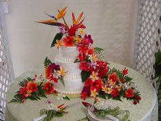 New flowers wedding fake tropical Ideas Wedding Cakes With Cupcakes, Wedding Cakes With Flowers, Hawaiian Wedding Flowers, Floral Wedding, Wedding Reception Planning, Wedding Reception Decorations, Wedding Ideas, Hawiian Wedding Cake, Key West Wedding