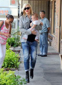 Gwen Stefani in DSquared2 Skinny Boyfriend Jeans