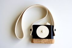 twigcreative's wooden toy camera with spring-loaded shutter and turnable lens - perfect for my little shutterbug!