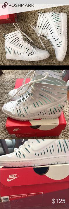 "Women's Nike Dunk sky high 2.0 ""Joli"" sz 7.5 Wmns Nike Dunk sky high 2.0 ""Joli"" sz 7.5 Very limited sneaker wedge with removable insert. Worn once.  MSRP $150 Nike Shoes"