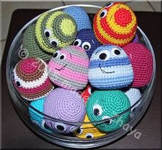 2000 Free Amigurumi Patterns: Little friendly balls- Must do this on my own to use up yarn!