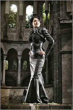 Royal Black Couture & Corsetry  Gorgeous outfit, i always live this combo!  fishtail skirt, corset and bolero