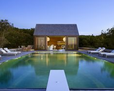 Discover 32 pool house ideas for your inspiration. Browse photos of traditional and modern pool house designs. A collection of houses with swimming pools. Pool Spa, Pool Cabana, Exterior Tradicional, Swimming Pool House, Outdoor Swimming Pool, Piscine Simple, Eco Construction, Modern Pool House, Moderne Pools