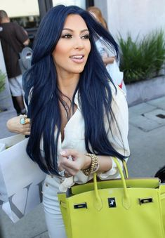 Kim Kardashian hair (I love how the blue hair works with the green bag!)