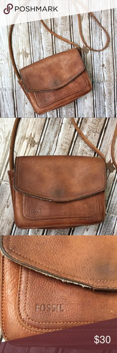 Vintage Fossil Crossbody Bag Vintage Fossil Crossbody Bag. Signs of wear on the bag. Fossil Bags Crossbody Bags