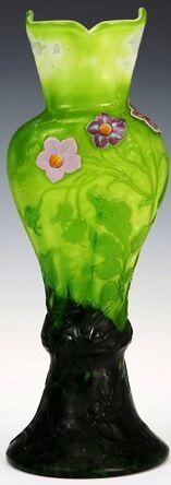 """Emile GALLE (1846-1904), vase """"Fleurs de pomme de terre"""" à grand col, technique marqueterie de verre. Réserves Musée Ecole de Nancy (France). Hauteur : 30,8 cm."""