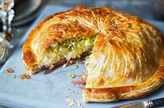 Turn tasty cauliflower cheese into a showstopping vegetarian main with this pithivier recipe. Perfect for an alternative Christmas dinner or special occasion, this veggie pie has layers of balsamic onions, rich, cauliflower cheese and sweet leeks, all wra Vegetarian Christmas Recipes, Vegetarian Recipes, Cooking Recipes, Vegetarian Benefits, Beef Recipes, Recipies, Quiche, Tasty Cauliflower, Savory Pastry