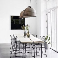 Fantastic Tips: Minimalist Home With Kids Apartment Therapy urban minimalist interior black white.Colorful Minimalist Home Colour minimalist bedroom beige texture. Rustic Dining Room, Dining Room Contemporary, Interior Design, Minimalist Home Decor, Modern Interior Design, Minimalist Dining Room, Dining Room Small, Trending Decor, Home Decor Trends