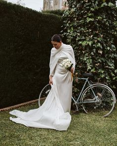 "Plata.Forma on Instagram: ""En el jardín de Amparo"" Winter Wedding Inspiration, Formal Dresses, Wedding Dresses, Instagram, Fashion, Silver, Dresses For Formal, Bride Dresses, Moda"