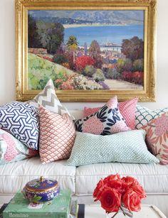 Kissen-Arrangement in rosa & blau, passend zum Gemälde. cushions, cushions and cushions