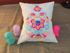 Cross Stitch Embroidery, Hand Embroidery, Machine Embroidery, Sewing Stitches, Sewing Patterns, Yarn Crafts, Diy And Crafts, Lotus Painting, Mexican Embroidery