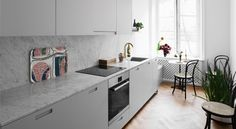 Chic and Colourful Stockholm Apartment - Nordic Design Grey Kitchen Cabinets, Kitchen Dining, Kitchen Decor, Carrara, Stockholm Apartment, Colorful Apartment, Kitchen Stories, Kitchenette, Interior Inspiration