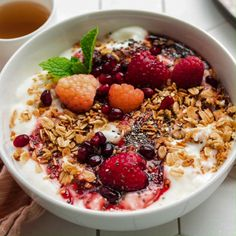 Put aside the pantry food and dive into this yogurt bowl for a true breakfast of champions. 🏆 Check out the shoppable recipe for a quick and easy breakfast! Ingredients: honey, chia seeds, granola, berries and vanilla yogurt. Good Healthy Recipes, Healthy Breakfast Recipes, Healthy Snacks, Dinner Healthy, Easy Snacks, Fruit Snacks, Healthy Protein, Healthy Choices, Healthy Foods